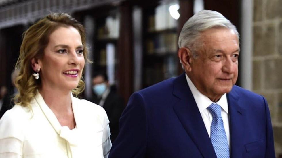 "Beatriz Gutiérrez arremete contra espionaje con Pegasus; ""me repugna"", dice - Gutiérrez Müller y López Obrador. Foto de @beatrizgutierrezmuller"
