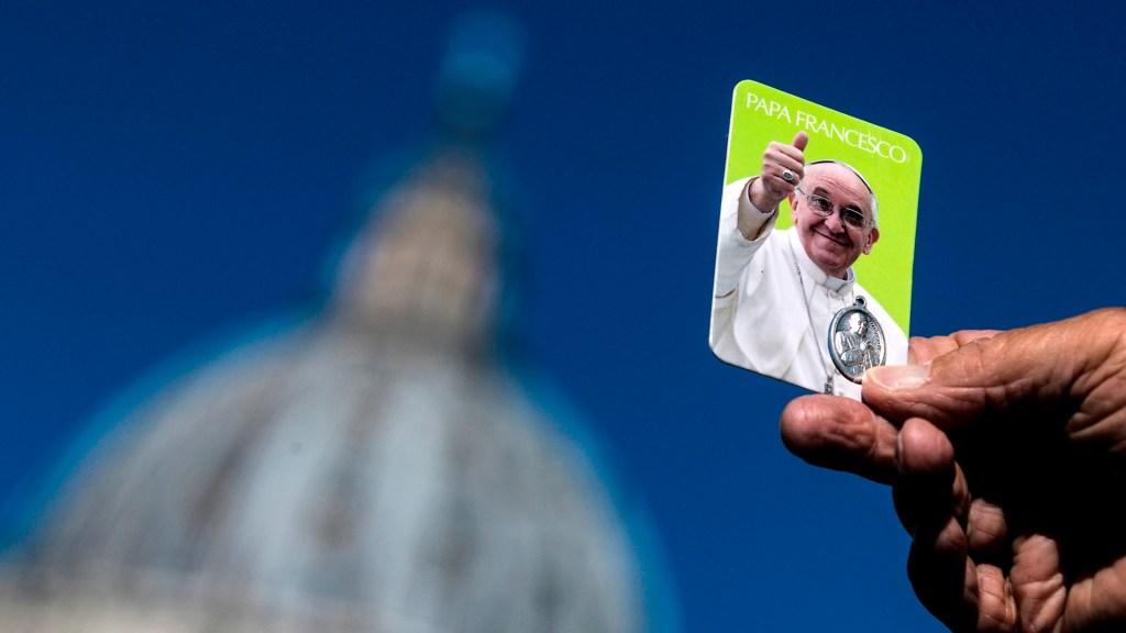 """""""Papa Francisco estaba en etapa avanzada de inflamación del colon por divertículos"""": Dr. Barrientos - Imagen del papa Francisco en el Vaticano. Foto de EFE"""
