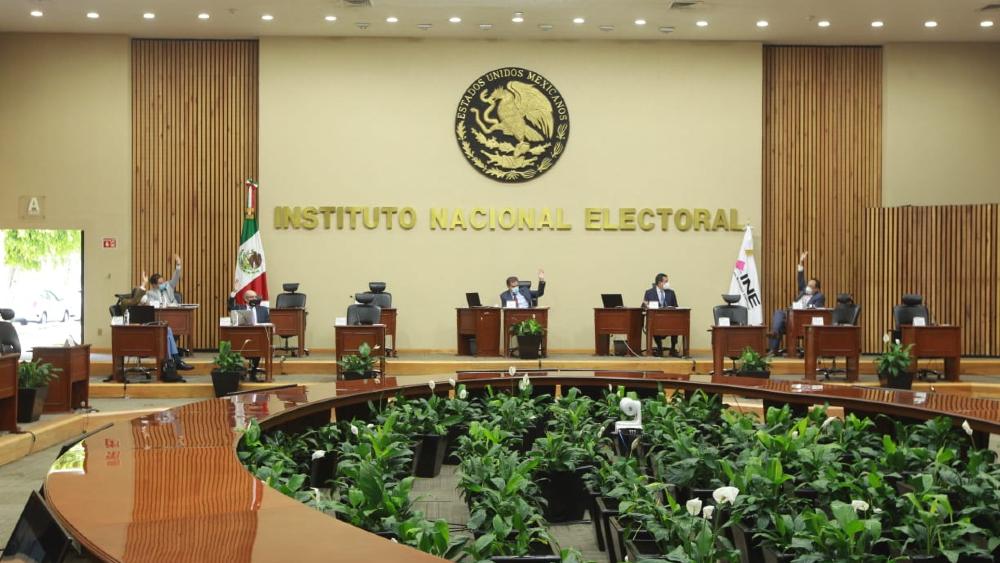 """""""Es muchísimo dinero"""": AMLO arremete contra INE por presupuesto para revocación de mandato - INE sesión reforma revocación de mandato"""