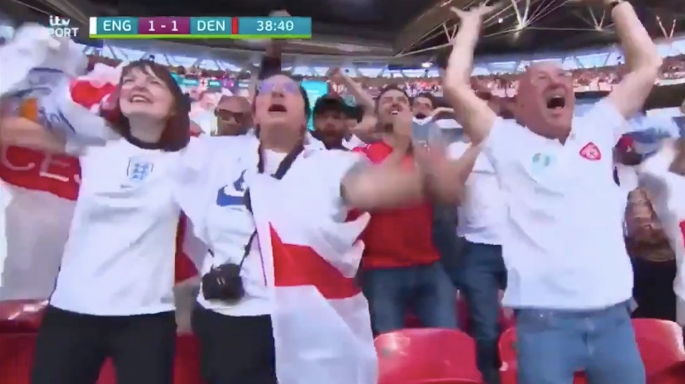 #Video Despiden a mujer que se reportó enferma y acudió a partido de la Euro - #Video Despiden a mujer que se reportó enferma y acudió a partido de la Euro. Foto tomada de video