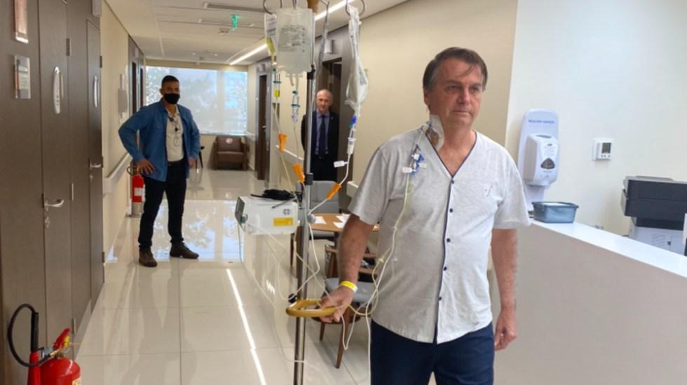 """Bolsonaro camina por el hospital y dice que """"en breve"""" estará """"de vuelta"""" - Jair Bolsonaro"""