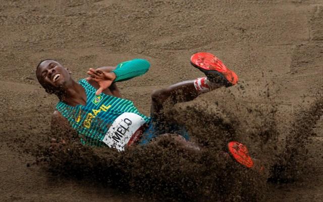 Juegos Olímpicos 2020: Atletismo - Alexsandro Melo de Brasil compite en las rondas clasificatorias de salto de longitud masculino de atletismo durante los Juegos Olímpicos 2020, en el Estadio Olímpico de Tokio. Foto de EFE/ Alberto Estévez.