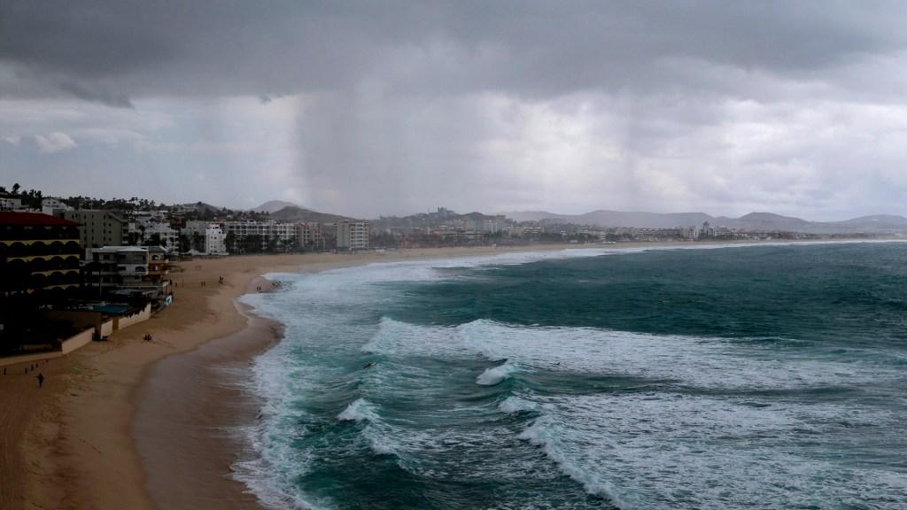 Huracán Felicia mantiene la categoría 4 lejos de las costas de México - Vista general de playa en Los Cabos, en el estado de Baja California Sur. Foto de EFE / Archivo