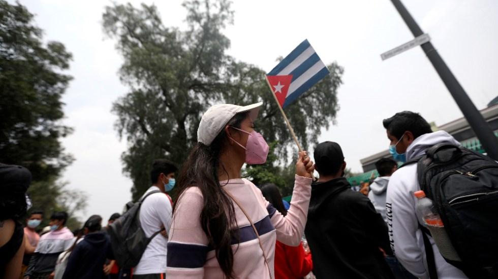 Manifestantes en Embajada de Cuba en México muestran solidaridad con la isla - Manifestantes Embajada Cuba en México