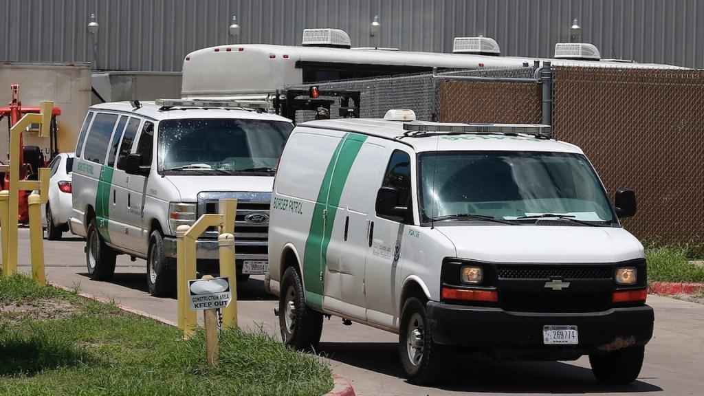 Biden reanuda deportaciones rápidas con vuelos a Centroamérica - Biden reanuda deportaciones rápidas con primeros vuelos a Centroamérica. Foto de EFE