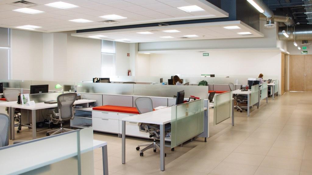 Gobierno autoriza regreso de burócratas a oficinas en agosto - Oficina. Foto de Adolfo Félix / Unsplash