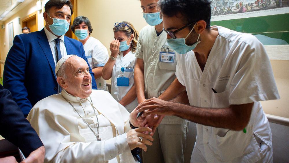 """Papa Francisco sigue rehabilitación y volverá al Vaticano """"lo antes posible"""" - Papa Francisco rehabilitación"""