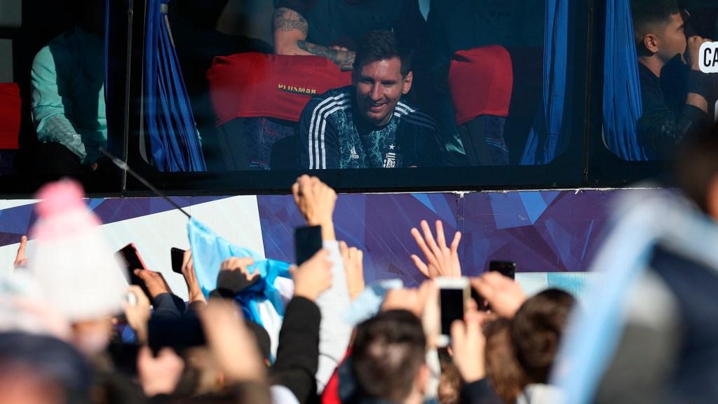 Buenos Aires recibe entre ovaciones a selección argentina tras ganar Copa América - Recibimiento en Buenos Aires de selección argentina de futbol tras ganar Copa América. Foto de EFE