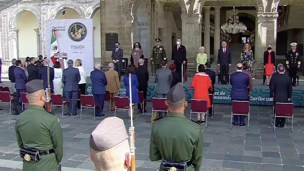 Conmemora AMLO natalicio de Bolívar y propone sustituir la OEA - Conmemora AMLO natalicio del libertador Simón Bolívar. Foto de EFE