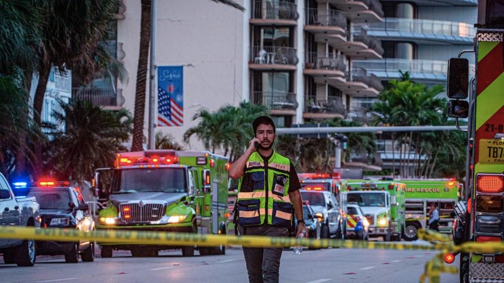 Desalojan por grietas otro edificio de departamentos en playa de Florida - Desalojan por grietas otro edificio de departamentos en playa de Florida. Foto de EFE