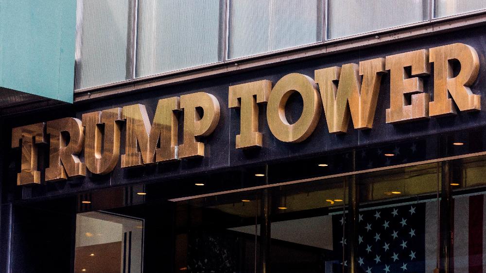 Director financiero de Organización Trump se entrega tras ser imputado - Trump Tower torre