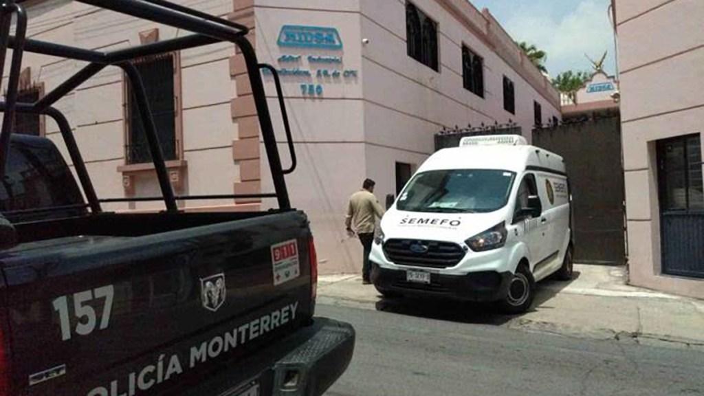 Adulto mayor muere en Monterrey al intentar rescatar un gato - Unidad del Semefo por muerte de hombre al intentar rescatar un gato. Foto de Info7