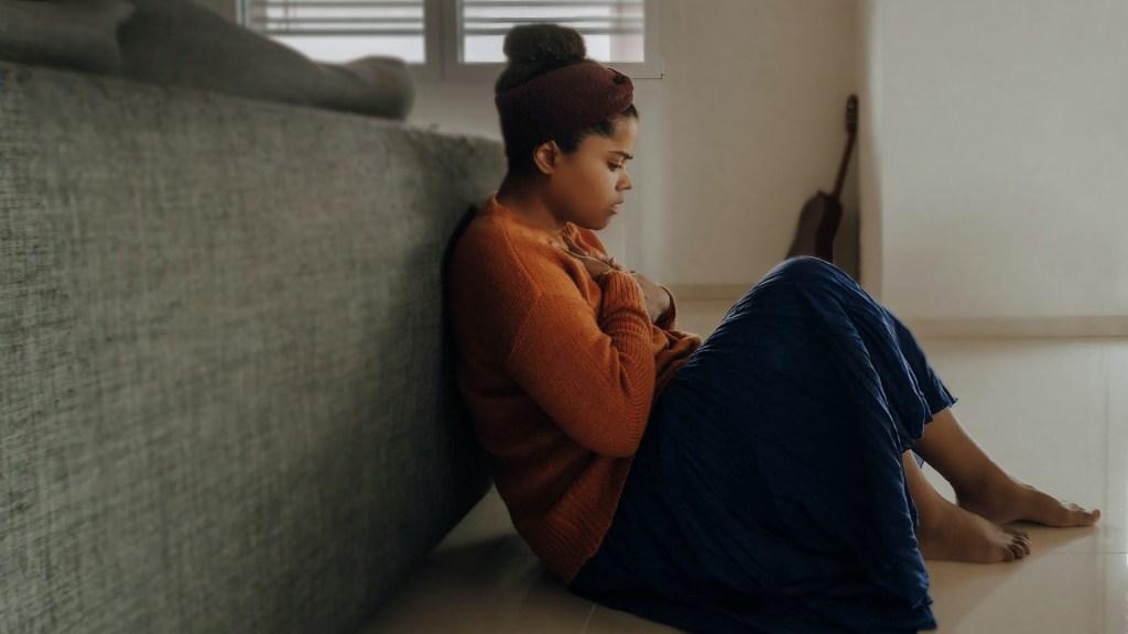 """Un porcentaje """"alarmante"""" de jóvenes sufre depresión o ansiedad por COVID-19 - Foto de Joice Kelly / Unsplash"""