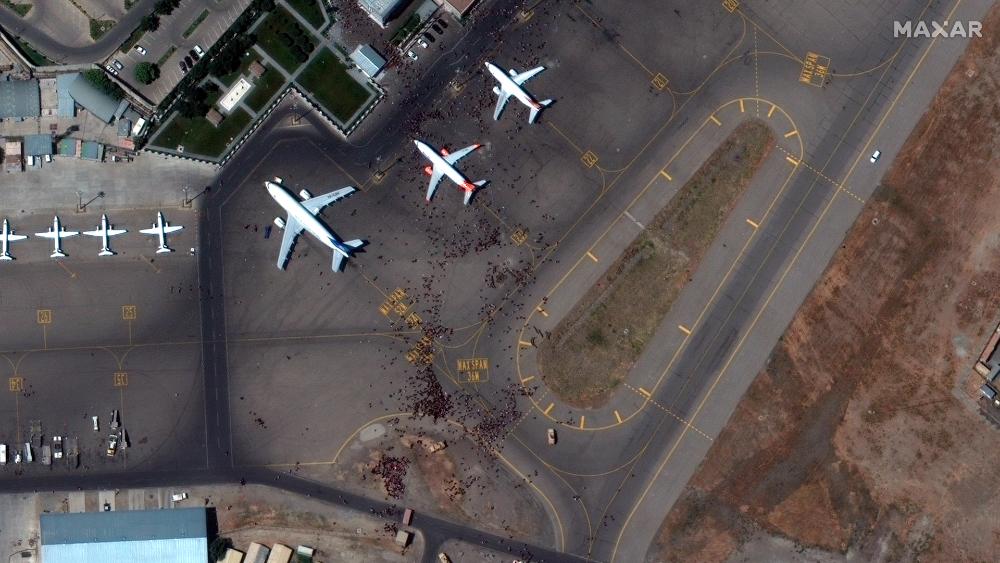 Caótica situación en aeropuerto de Kabul deja siete afganos muertos - Aeropuerto Kabul Afganistan