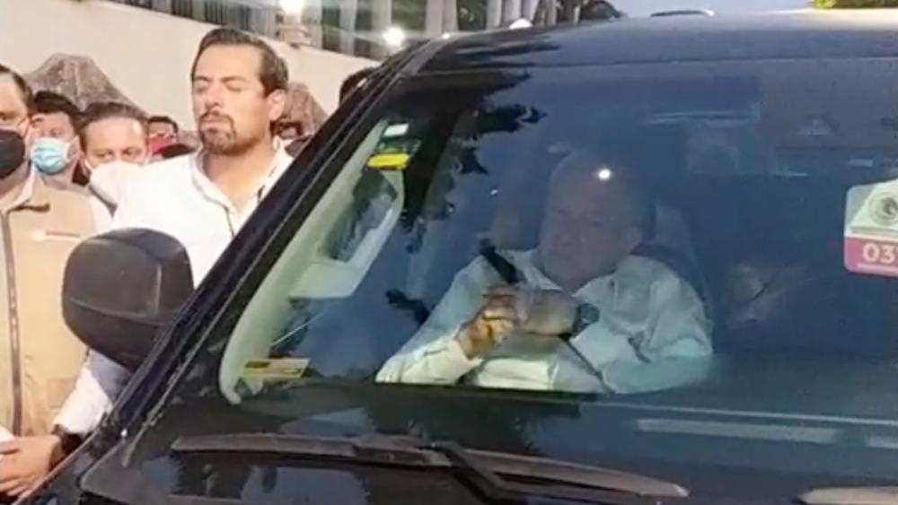López Obrador logra salir del bloqueo de maestros en Chiapas - AMLO López Obrador Chiapas retención bloqueo