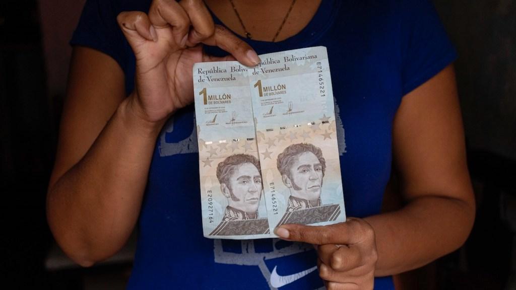 Venezuela elimina seis ceros más a su moneda para salvar el bolívar - Venezuela elimina seis ceros más a su moneda para salvar el bolívar. Foto de EFE