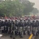 #Video Caravana migrante parte desde Tapachula rumbo a EE.UU; se enfrentan con Guardia Nacional