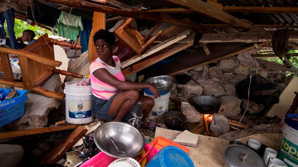 ONU destina 8 mdd a ayudar a los afectados por el terremoto en Haití - Damnificados en Haití por terremoto
