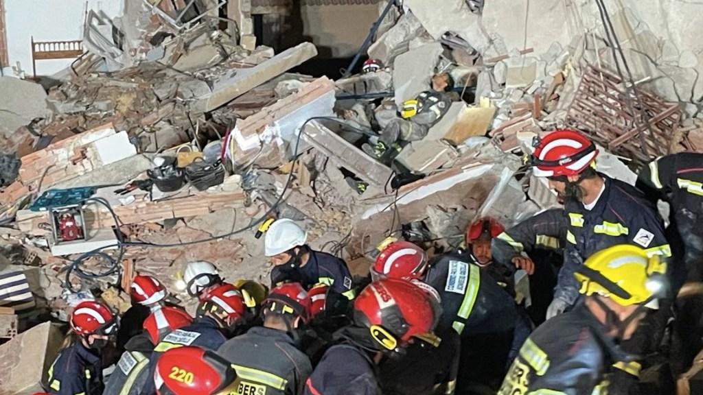 Derrumbe de edificio deja al menos dos personas atrapadas en España. Foto de Twitter @SIAB_Castellon
