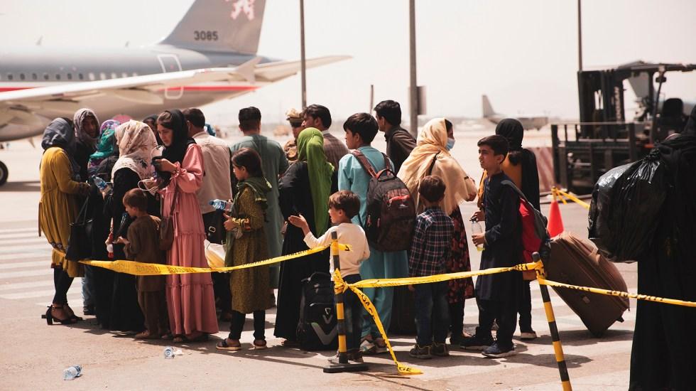 Talibanes culpan a EE.UU. de muerte de civiles en aeropuerto de Kabul - Evacuación de civiles afganos desde el aeropuerto de Kabul