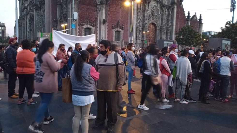 Familiares de presos se manifiestan afuera de Palacio Nacional; buscan reunión con AMLO - Familiares de presos afuera de Palacio Nacional