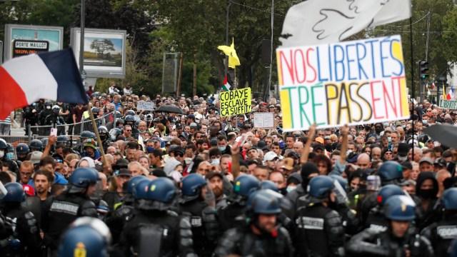 Oposición a pase sanitario toma por cuarto sábado las calles de Francia