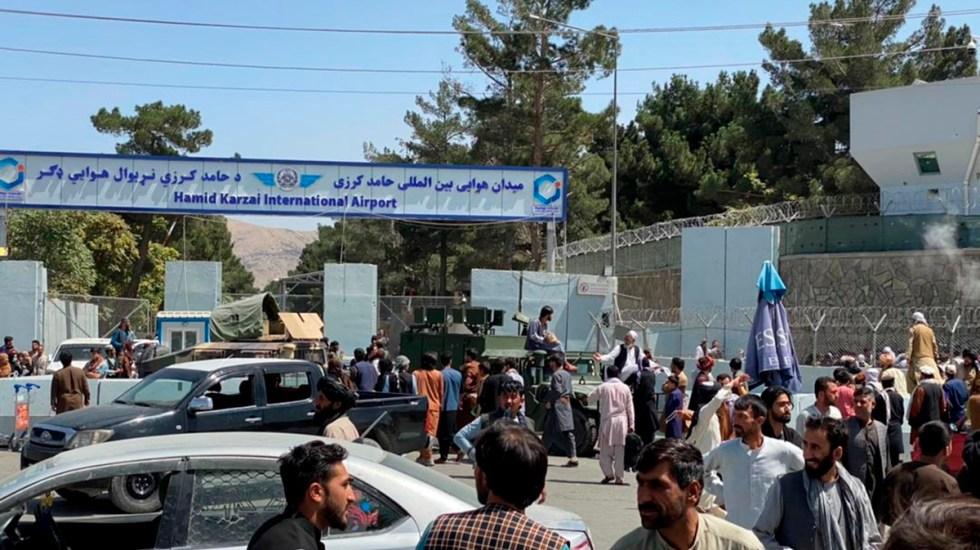 #Videos Caos en aeropuerto de Kabul tras toma de Afganistán deja 6 muertos - Fuerzas talibanes custodian el Aeropuerto Internacional de Kabul