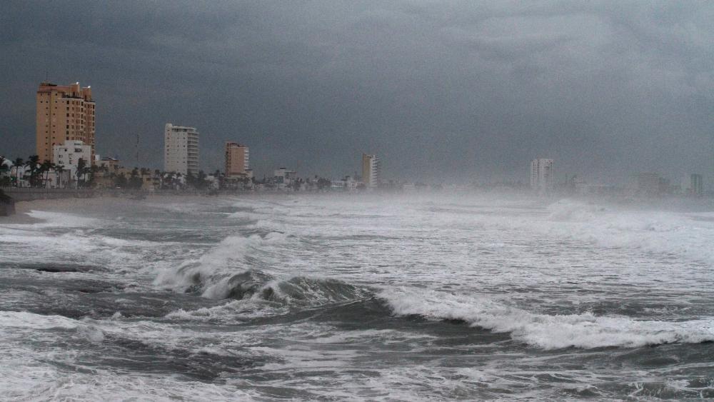 Linda se intensifica a huracán y dejará lluvias fuertes en oeste de México - huracán tormenta SMN