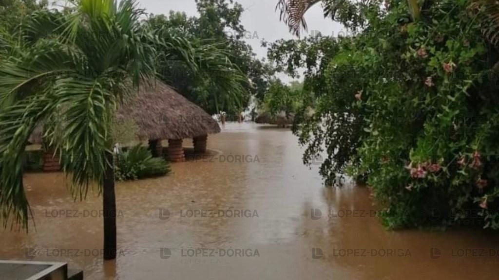 #Videos Desastre en Sinaloa tras el golpe del huracán 'Nora' - Inundación por huracán Nora. Foto de López-Dóriga Digital