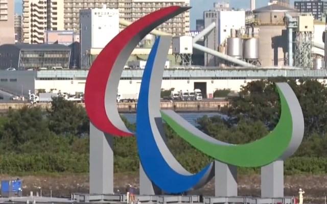 """Tokio erige en la bahía el símbolo """"Agitos"""" de los Juegos Paralímpicos"""