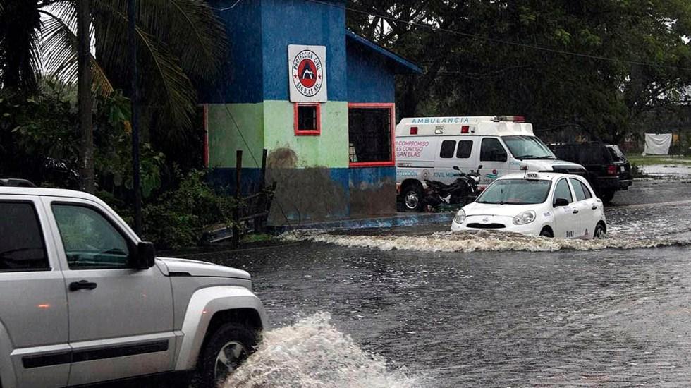 El huracán Nora toca tierra a 10 km al norte de Mazatlán, Sinaloa - Lluvias en San Blas, Nayarit, por el huracán Nora