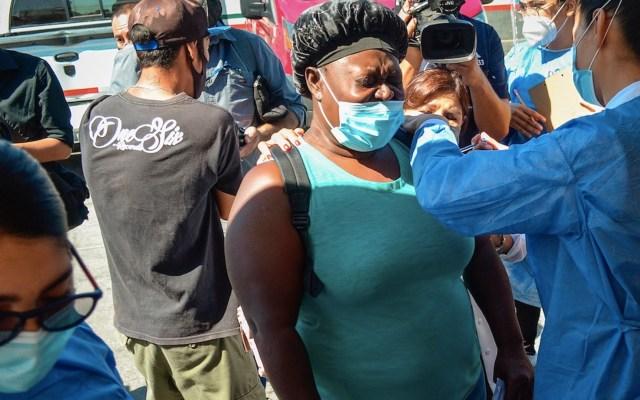 Migrantes que acampan en Tijuana reciben vacuna contra el COVID-19 - Migrantes que acampan en Tijuana reciben vacuna contra el COVID-19. Foto de EFE