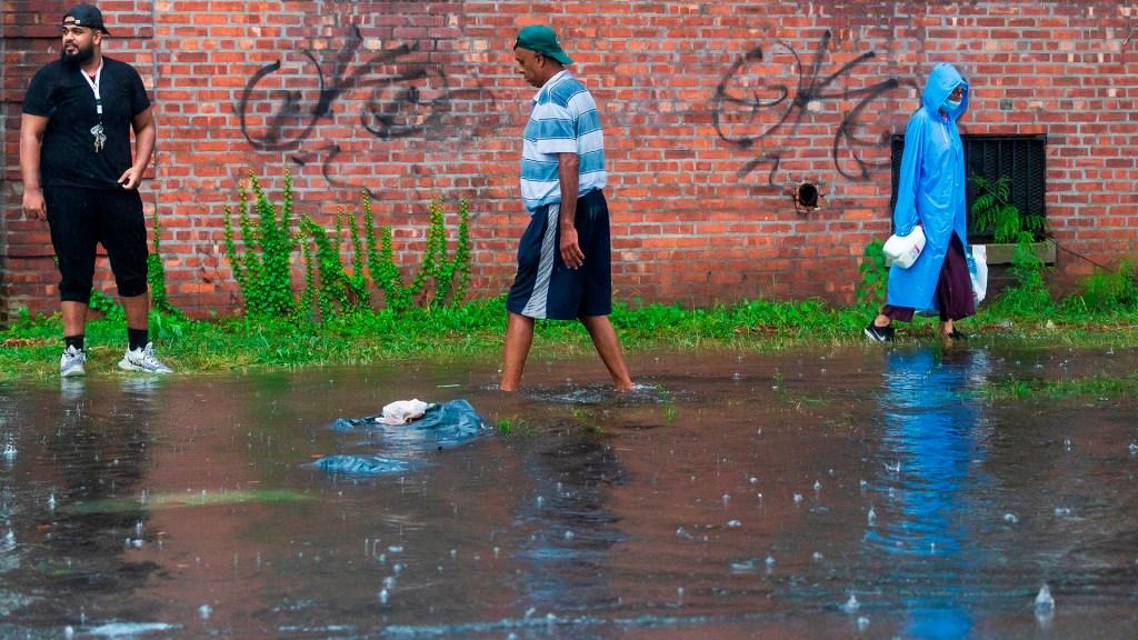 Henri deja en el noreste de EE.UU. inundaciones, cortes de luz y vuelos cancelados - Nueva York tras paso de Henri