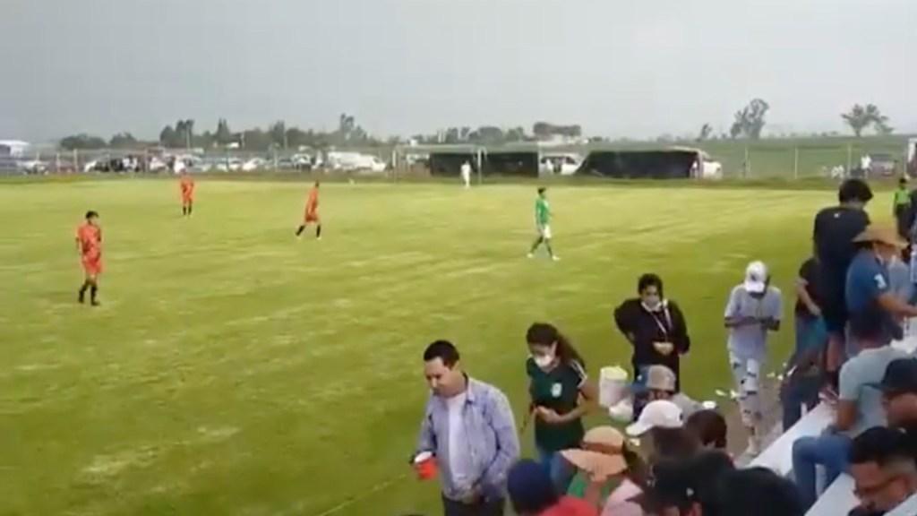 #Video Balacera en partido de futbol deja tres muertos en Guanajuato - #Video Balacera en partido de futbol deja al menos tres muertos en Guanajuato. Foto tomada de video