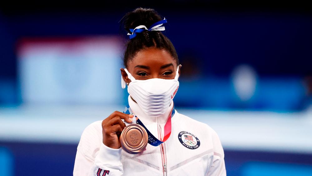 Biles regresa a la competición con un bronce en barra de Tokio 2020 - Simone Biles