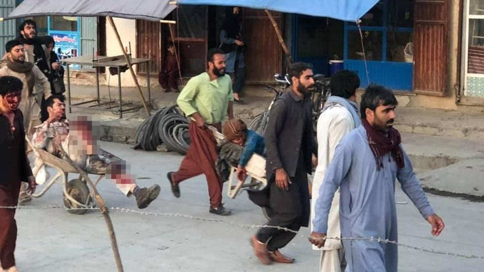 Fueron dos las explosiones en Aeropuerto de Kabul; hay múltiples muertos y heridos - Traslado de heridos por explosión en aeropuerto de kabul