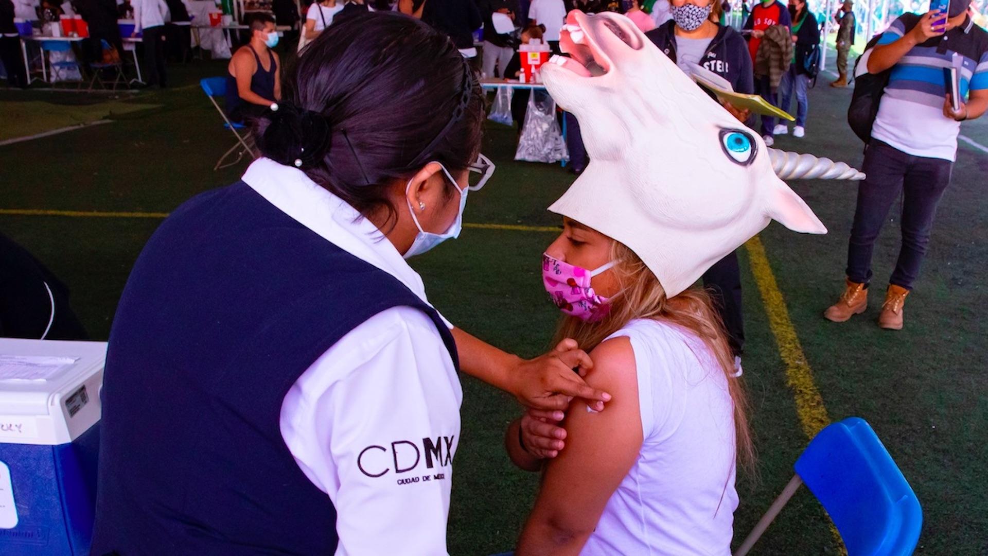 México vacuna contra el COVID-19 a Pikachu, superhéroes y unicornios. Foto de EFE