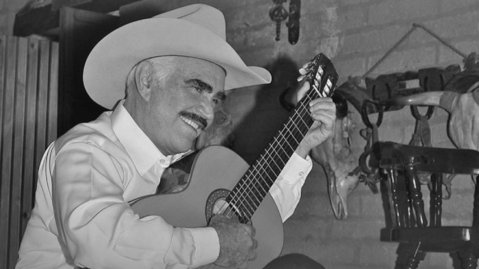 Vicente Fernández responde bien al tratamiento, asegura su hijo - Vicente Fernández cantante 3