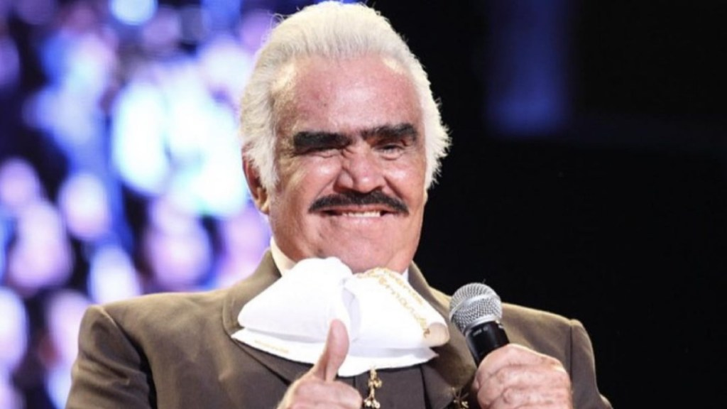 Vicente Fernández permanece sentado en reposo, grave pero estable - Vicente Fernández cantante