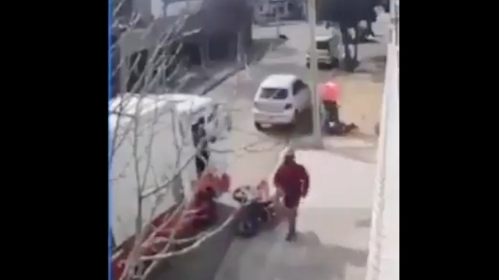 #Video Golpean a presuntos ladrones en Tultitlán - #Video Golpean a presuntos ladrones en Tultitlán. Foto tomada de video