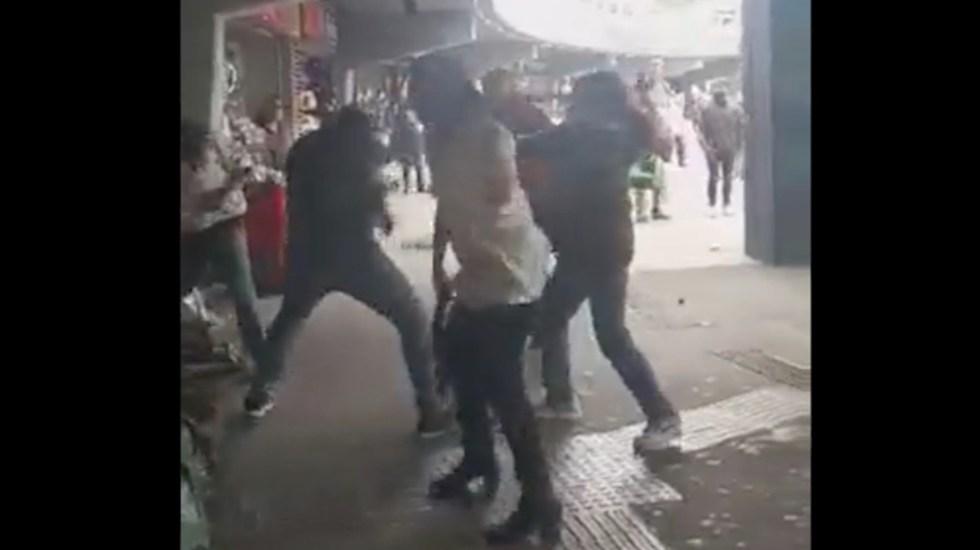 #Video Agreden a integrantes del Tianguis disidente de la Glorieta de Insurgentes - #Video Agreden a integrantes del Tianguis disidente de la Glorieta de Insurgentes. Foto tomada dde video