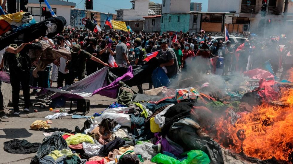 """ONU califica de """"inadmisible humillación"""" el ataque a migrantes en Chile - Chile Iquique manifestación contra migrantes"""