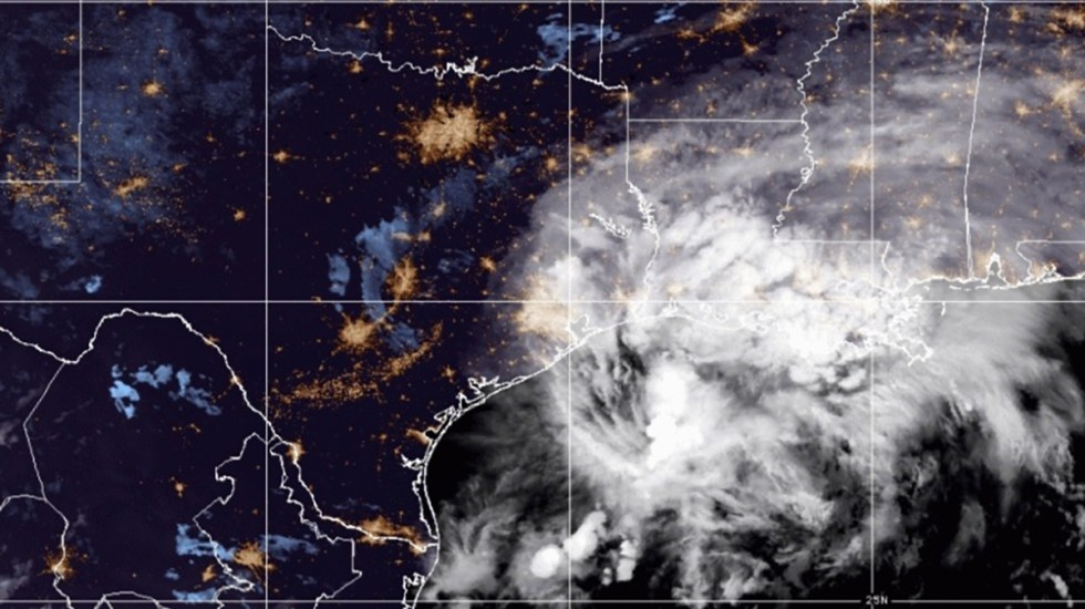 Huracán Nicholas toca tierra en costas de Texas - Ciclón Nicholas en costas de Texas