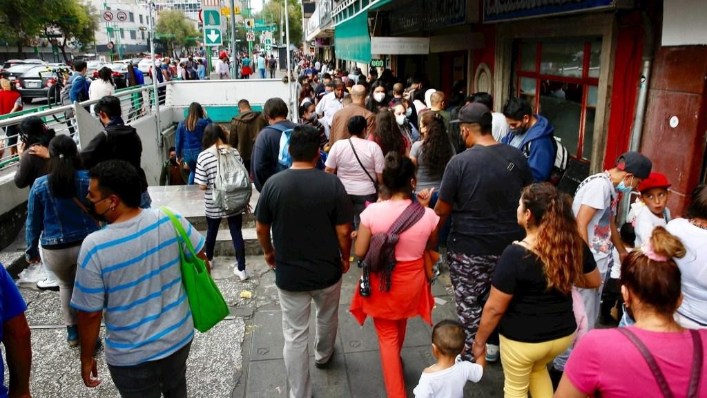 México tiene 11 semanas a la baja en epidemia de COVID-19: López-Gatell - Ciudad de México COVID-19 coronavirus pandemia epidemia centro histótico cubrebocas