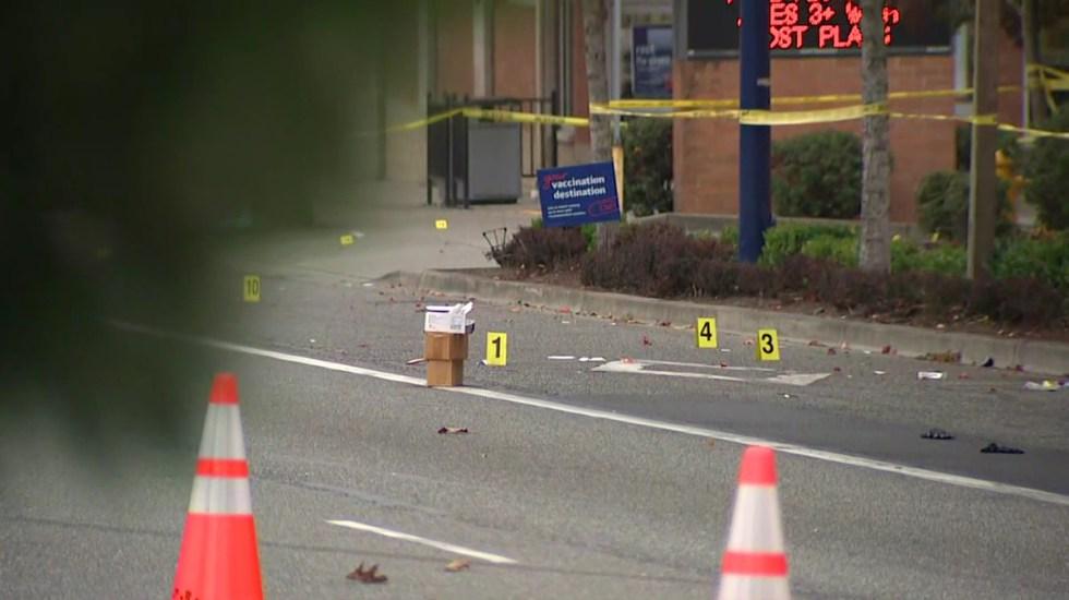 Tres muertos y tres heridos en EE.UU. por tiroteo afuera de un bar - Contabilización de casquillos percutidos por tiroteo en Des Moines, Washington