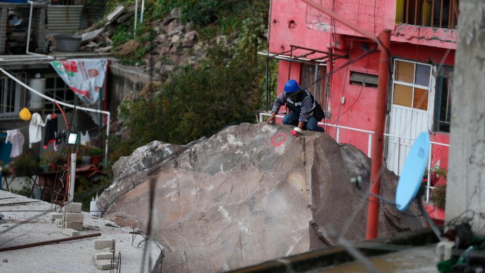 Ante riesgo de nuevo derrumbe, 136 viviendas tendrán que ser desalojadas en Cerro del Chiquihuite - derrumbe Chiquihuite Tlalnepantla
