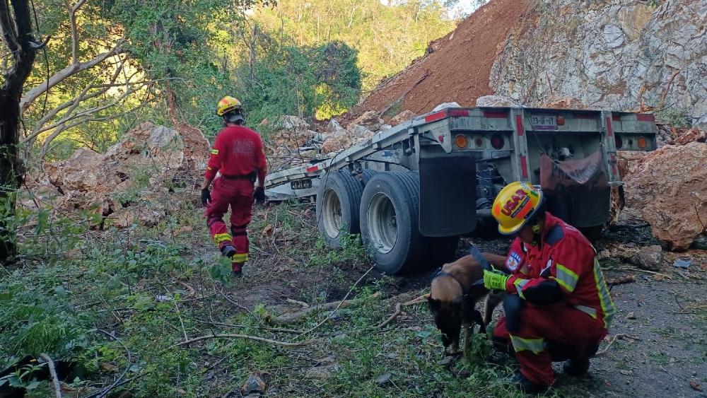 Lluvias del ciclón Olaf causan derrumbe y un muerto en Jalisco - derrumbe Jalisco Olaf
