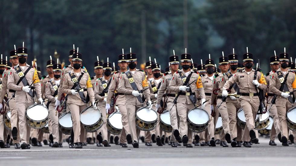 Sedena alista desfile militar con motivo de la Independencia de México - Ensayo de la banda de guerra de la Sedena para el desfile militar