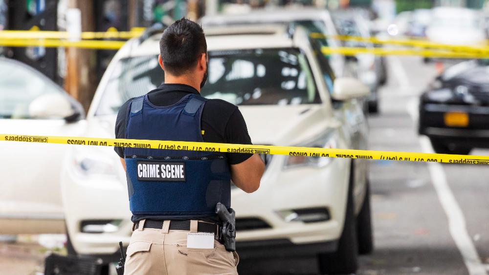 Casi mil 800 mujeres asesinadas por hombres en un año en EE.UU. - escena crimen EEUU cinta mujeres