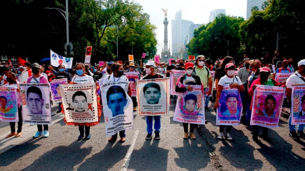 Hay instrucciones para no ocultar información sobre Ayotzinapa: AMLO - familiares normalistas desaparecidos Ayotzinapa CDMX siete años